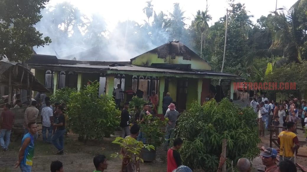 Korsleting Listrik, Rumah Warga Blang Tambue Dilahap Api