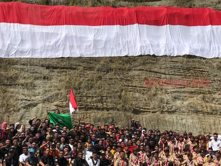 Bendera Raksasa Berkibar di Cot Panglima