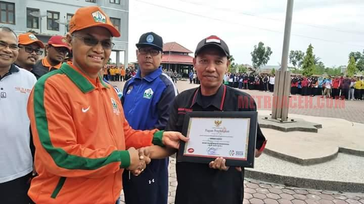 Pemkab Bireuen Serahkan Lima Kategori Penghargaan Olahraga Terbaik