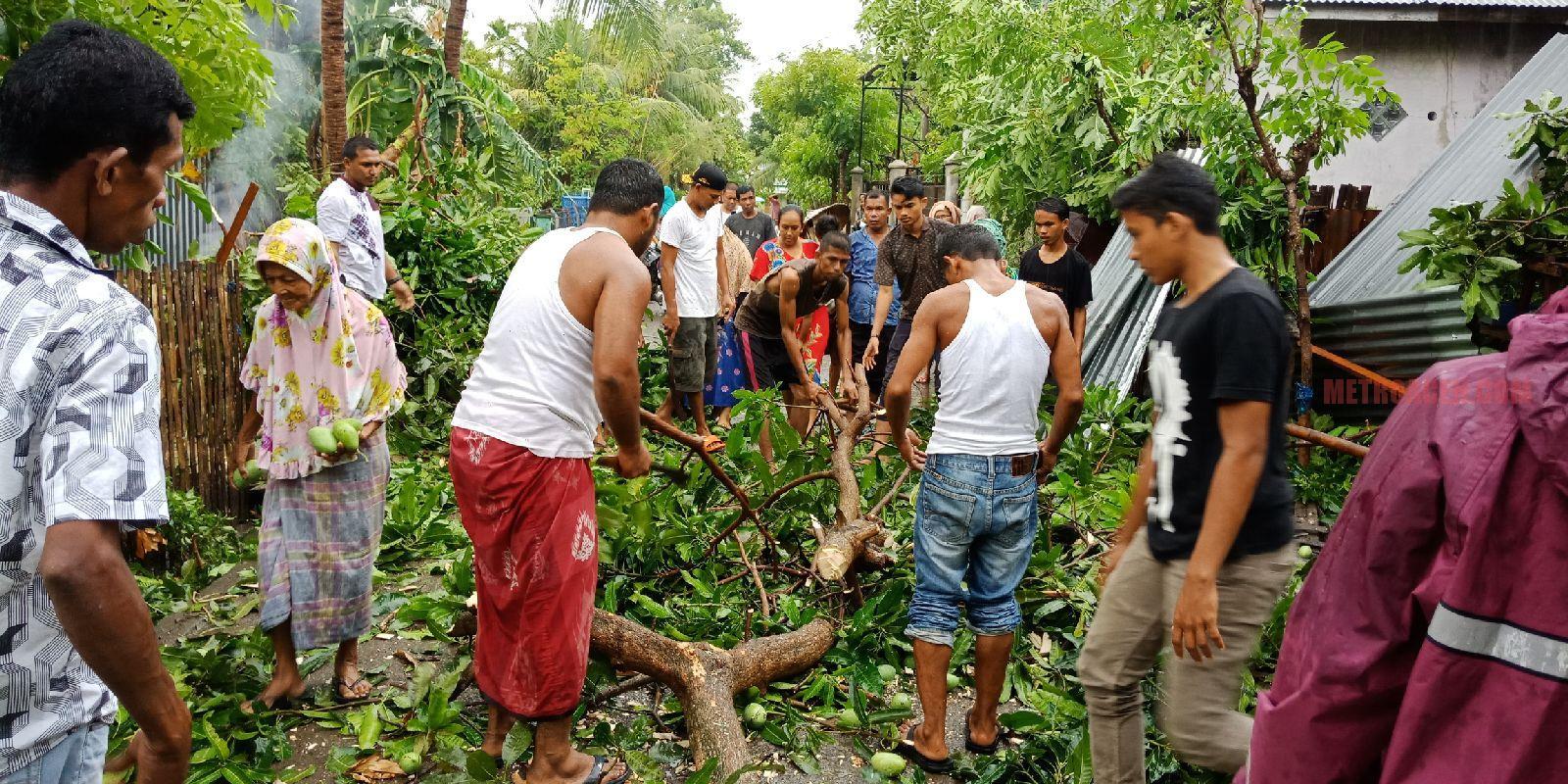 Angin Puting Beliung Hantam Pidie, 20 Rumah Hancur