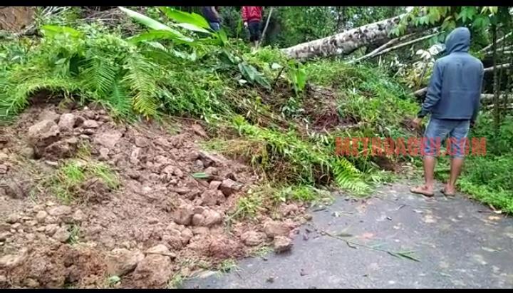 Geumpang Longsor Jalan Beureunuen-Meulaboh Putus