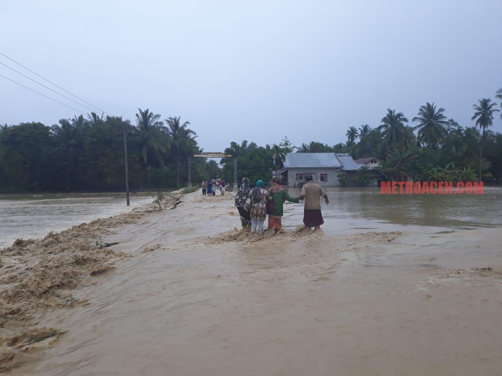 Lima Kecamatan Diterjang Banjir, Satu Korban Hilang Terseret Arus